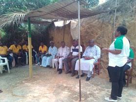 Seminar über Heilpflanzen - die Frauen von Asfemac unterrichten 5 Landwirte aus Fontsa-Touala © Waltraut Biester