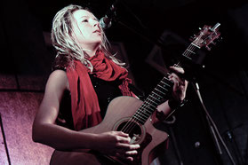 Toby Beard: Gesang/Gitarre/Ukulele