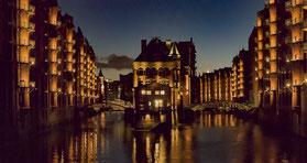 Die Speicherstadt bei Nacht