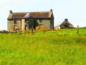 verlassenes Haus an der Küste