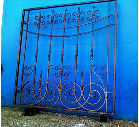 Большая-решетка-на-окно-фото