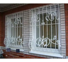 Решетки-на-окна-с-ажурными-элементами-фото