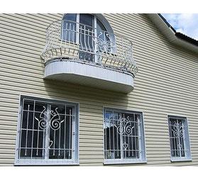 Кованые-решетки-и-ограждение-на-балкон-фото