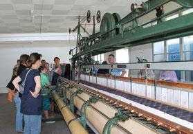 Handstickmaschine in Betrieb (Mühlentag 12)