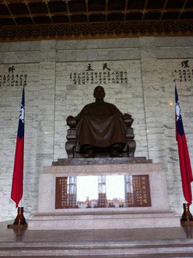 蒋介石の座像