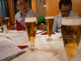 ビールを飲んでいる写真が多いこと