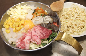 10種の具が入ったモダン焼「真田十勇士玉」