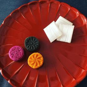 九重本舗玉澤さんの「霜はしら」と韓国のお菓子「茶食(ダシク)」