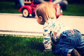 Motricité libre chez l'enfant. Travaux de Emmi Pikler sur la motricité libre chez l'enfant.