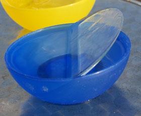 Experiment: Eine Eisscheibe auf Wasser