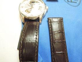 革ベルト新旧比較。雰囲気が似ているベルトを見つけることができました。