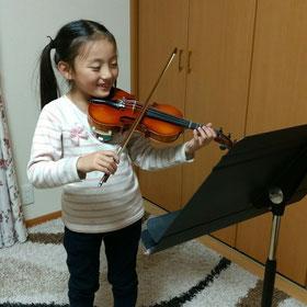 うすだ音楽教室バイオリンを習っている小学生