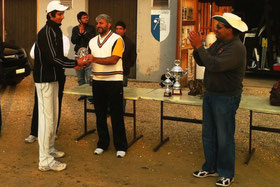 S.Muzzafar presents A.Nayyar with the MoM trophy