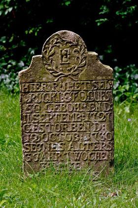 Historische Kindergrabstätte (1727-1730), Friedhof Boldixum (OT Wyk) auf Föhr