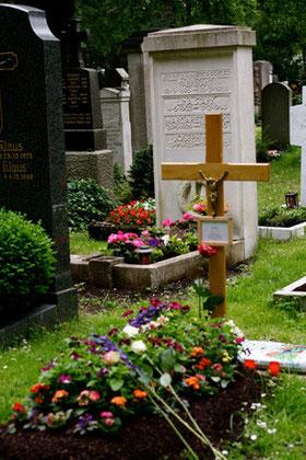 Begräbnisstätten: Orte der Heimat und der Erinnerung