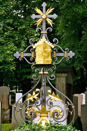 Grabkreuz aus Schmiedeeisen