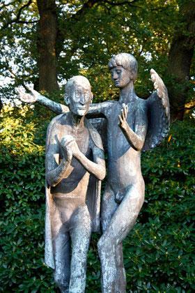 """Bronzeplastik """"Prophet und Genius"""" (1961), Parkfriedhof Ohlsdorf, Hamburg"""