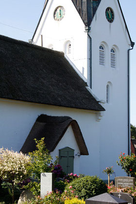 St. Clemens Kirche, Friedhof Nebel auf Amrum