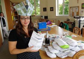 ... und Kollegin Eva Haidl sammelte alle wieder säuberlich auf!