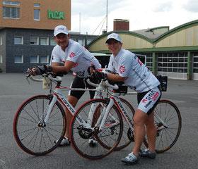 Nicole und Udo bei der Vorbereitung auf die Radstrecke.