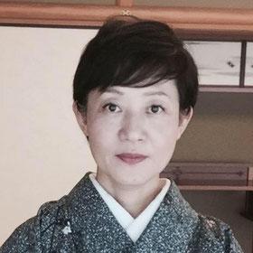 遠州流茶道師範:田中奈美