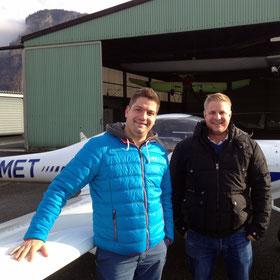 Daniel F. (rechts) mit seinem Fluglehrer Michael Scharf