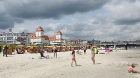 Montag: Auf der Insel Rügen gibt es kilometer-lange Sandstrände, die zum Baden einladen.