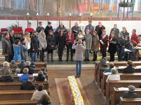 Am ersten Adventsonntag sorgte der gemischte Chor Podjuna unter der Leitung von Anja Kapun vor und während der Messe für großartige musikalische Stimmung.