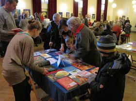 Die Buchausstellung am ersten Advent Wochenende bietet eine gute Auswahl für jung und alt.