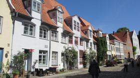 Dienstag: Am letzten Tag besuchen wir Lübeck mit seinen vielen denkmalgeschützten Gebäuden und historischen Gassen.