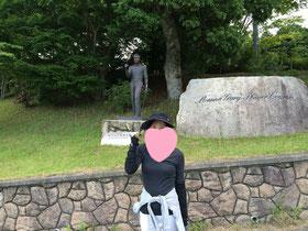 ゲーリーの銅像に愛を込めて。。同じポーズ☆