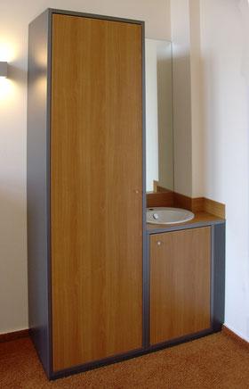 Schranksystem mit kleinem Waschplatz, Holzdekor Kirschbaum und Oberfläche anthrazit