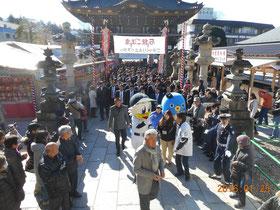 成田山に入る球団の皆さま