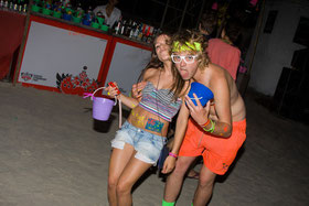 Party-Backpacker auf der Full Moon Party auf Koh Phangan.