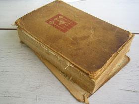altes Buch reparieren