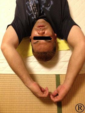 しんそう福井武生では手のバランスから腰痛などの原因も分析します。