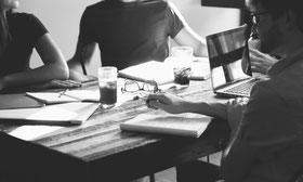 Konzepte und Studien erarbeiten in Zusammenarbeit