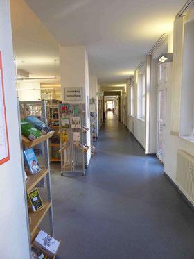 """""""Der Schlauch"""" in der Stadtbibliothek Lichtenrade      Foto: Weil"""