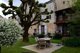 Blick auf den Garten von Ancienne Gendarmerie aus dem Garten