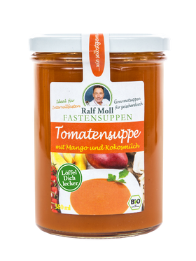 Fastensuppe im Glas mit Tomate und Mango