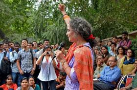 Arundathi Roy holder tale i New Delhi