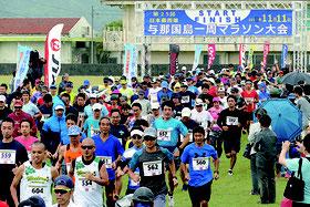 636人がエントリーし与那国マラソンが開かれた=11日午後、与那国中グラウンド