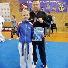 Егор Топузиди с тренером Денисом Топузиди