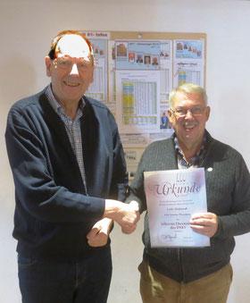 Unser Ehrenmitglied erhält die silberne Ehrennadel des DSkV