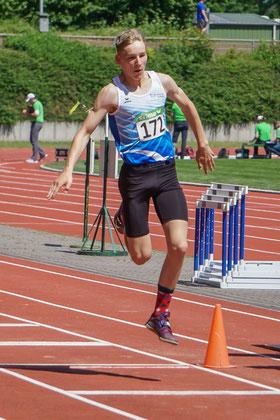 Sprungtalent Matz Grunden sprang im Dreisprung der M15 12,29 Meter weit und siegte überragend mit über einem Meter Vorsprung. (Foto: Roman Buhl)