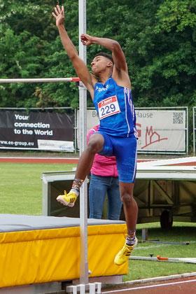 Kemo Abbing siegte in Köln mit tollen 1,95 m im Hochsprung der Männer. (Foto: Roman Buhl)