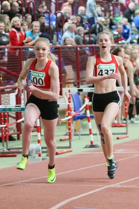 Bronze und DM-Norm: Die U18-Sprinterinnen Nike Dangelmaier (hinten), Elisa Stumpen (vorne) liefen zusammen mit ihren Staffelpartnerinnen Antonia Ciroth und Hannah Schoofs auf einen tollen dritten Rang über 4x200m (1:46,87 min).