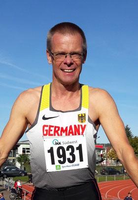 Reiner Heweling stellte in 11,95 sec seine Saisonbestzeit über 100m der M55 ein.