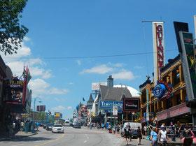Niagara Falls: Shopping an den Niagara-Fällen.