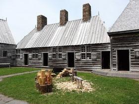 Blick in den Innenhof von Port Royal: Hier ist nahezu alles aus Holz gebaut.